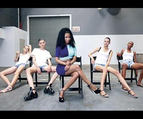 Nicki Minaj enseigne la danse Anaconda aux mannequins du défilé Alexander Wang