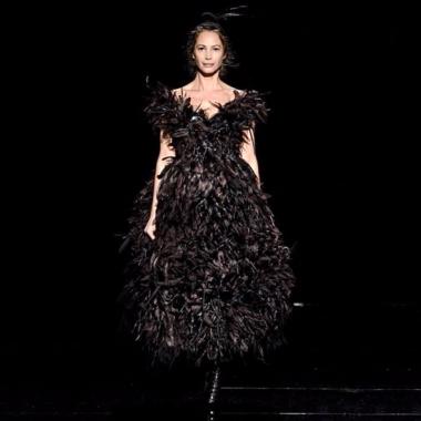 Christy Turlington revient après 24 ans et clôture le défilé Marc Jacobs à la Fashion Week New York