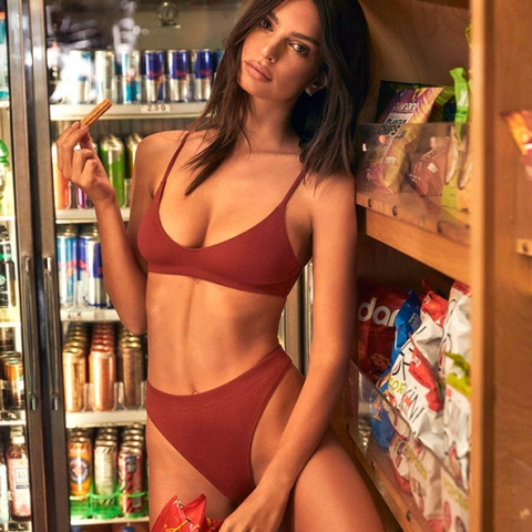 Emily Ratajkowski lance Inamorata Body sa propre collection de lingerie