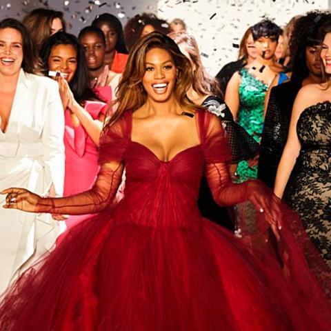 Les mannequins grandes tailles du défilé 11 Honore ouvrent la New York Fashion Week