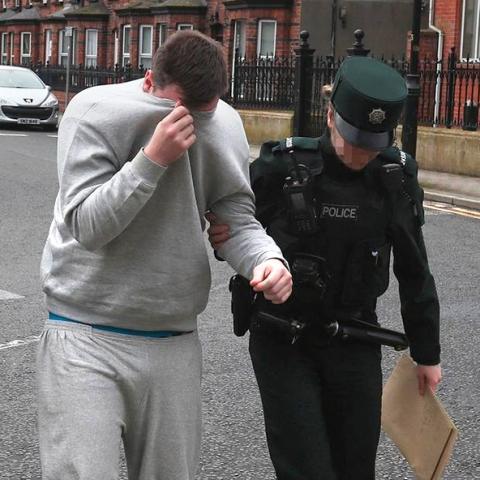 Un voyeur utilisant une fausse agence de mannequins a été emprisonné
